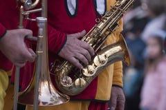 Karnevalet (Carnaval) ståtar musikbandet för festivalmusik Arkivfoton