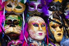 karnevalet maskerar venetian Royaltyfri Bild