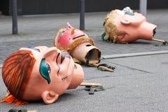 Karnevalet ståtar i Mannheim, Tyskland, överdimensionerade maskeringar på gatan Royaltyfri Bild
