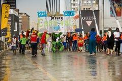 karnevaljoburg ståtar gatan Arkivfoto