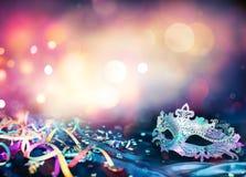 Karnevalmaskering, banderoller och konfettier Royaltyfri Bild