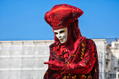 Karnevalmaskering i Sts Mark fyrkant, Venedig, Italien royaltyfri bild