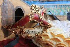 Karnevalmaskering och en mandolin Fotografering för Bildbyråer