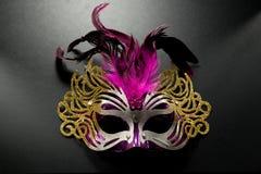 Karnevalmaskering på mörk backgroud Arkivbilder