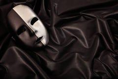 Karnevalmaskering som isoleras på svart satängbakgrund Royaltyfri Fotografi