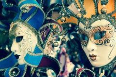 Karnevalmaskeringar av världen mest berömd venice för storslagen kanal histo Royaltyfri Bild