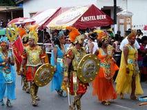 Karnevalprocession i de stiliserade dräkterna av forntida Hellas Februari 3, 2008 royaltyfria foton