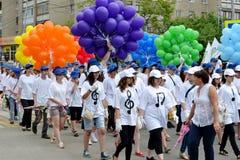 Karnevalprocession i en stadsdag. Tyumen Ryssland. Royaltyfri Fotografi