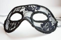 Karnevals- oder Theatermaske lokalisiert auf Weiß lizenzfreies stockbild