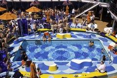 Karnevals-TraumKreuzschiff - Pool-Party-Spaß Stockfotografie