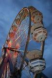 Karnevalsfahrt an der Dämmerung Lizenzfreies Stockfoto