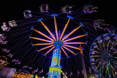 Karnevalsfahrten nachts lizenzfreies stockbild