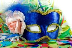 Karnevalsmaske, -Confetti und -ausläufer Lizenzfreies Stockfoto