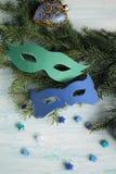Karnevalsmasken auf Weihnachtsbaum Lizenzfreie Stockfotos