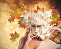 Karnevalsmode-Herbstfrau lizenzfreies stockfoto