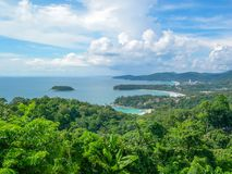 Karon siktspunkt: Kata Noi Beach, Kata Beach och Karon strand, Phuket, Thailand arkivfoto