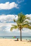 Karon strand i den Phuket ön Thailand Royaltyfri Fotografi