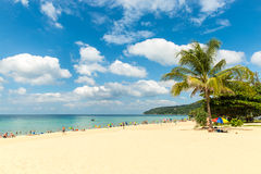 Karon strand i den Phuket ön Thailand Arkivfoton