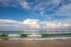 Karon strand på Phuket i söderna av Thailand, härligt hav, s Royaltyfri Foto