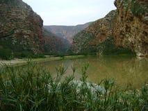 Karooberg med floden Royaltyfri Fotografi