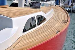 Karosserie der Yacht im Hafen Lizenzfreie Stockfotos