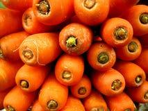 Karotten auf einem Stapel Stockfoto