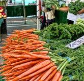 Karotten für Verkauf Stockbilder