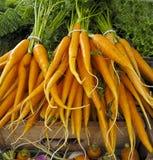 Karotten für Verkauf am Landwirt-Markt Lizenzfreie Stockfotos