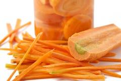 Karotten im Glasbehälter stockfoto