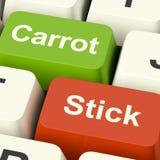 Karotten-oder Stock-Schlüssel, die Motivation durch Anreiz oder Druck zeigen Stockfoto