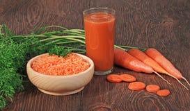 Karotten und Karottensaft Lizenzfreie Stockfotos