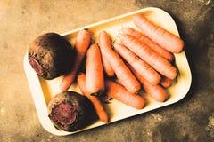 Karotten und rote Rüben stockfotografie