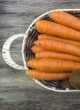 Karottenbilder im Obstkorb, Lizenzfreie Stockfotos