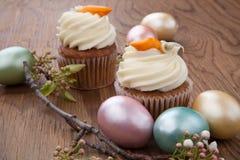 Karottenkuchen-Muffins lizenzfreies stockfoto