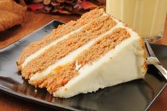 Karottenkuchen und Eierpunsch Lizenzfreies Stockbild