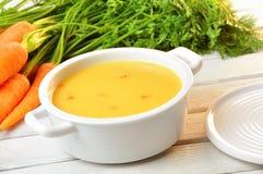 Karottensuppe lizenzfreie stockbilder