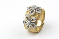 karowy złocisty pierścionek Obrazy Stock