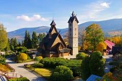 Karpacz, de kerk Vang stock afbeelding