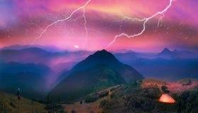Karpaten, der Mond und Sterne auf dem Hintergrund Lizenzfreies Stockfoto