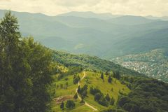 Karpatengebirgszug Wolken über Bergen Stockbilder