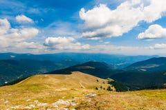 Karpatenlandschaftsberge unter den Wolken Lizenzfreie Stockbilder