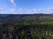 Karpathian-Dorf in den Bergen lizenzfreies stockfoto