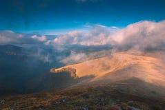 Karpatische nevelige mountains_1 Stock Fotografie