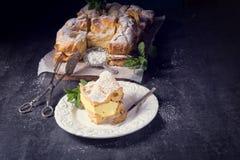Karpatka jest tradycyjnym Polskim kremowym kulebiakiem zdjęcia stock