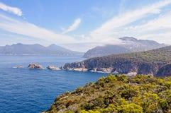 Karpfen-Bucht und die Gefahren - Nationalpark Freycinet lizenzfreies stockfoto