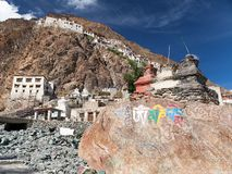 Karsha gompa - buddistisk kloster i den Zanskar dalen royaltyfri bild
