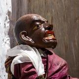 De danser die in masker godsdienstige dans Cham in Ladakh uitvoeren, binnen stock afbeelding