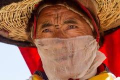 KARSHA, INDIA - 17 LUGLIO: Un monaco esegue un ballo religioso d della maschera fotografie stock libere da diritti