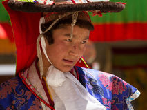 Der Tänzer, der religiösen Tanz des schwarzen Hutes durchführt stockfoto