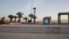 Karsiyaka Smirne Turchia - 03 30 2018 - vista della spiaggia di Karsiyaka dall'interno del tram archivi video